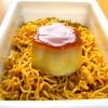 【ビンボー男のキラキラ晩ご飯!】カップ麺の王者『ペヤングソースやきそば』にイチバン合う最強トッピングはこれだった!