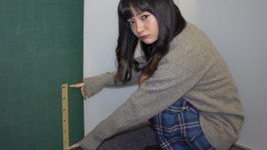 【もう騙されないぞ!!】制服のスカートはヒザ上何センチからパンチラしはじめるのか? ロリ系グラドル・西永彩奈ちゃんが大実験!!